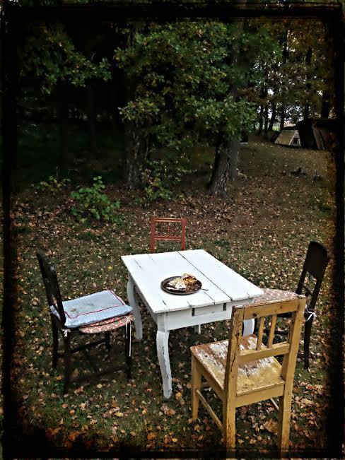 Na chatě u Pejru - venkovní posezení