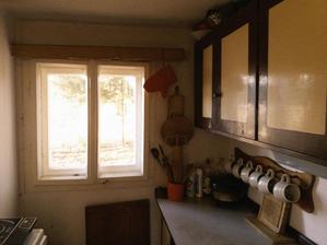kuchyňka bude doufám bílá a přidáme záclonky