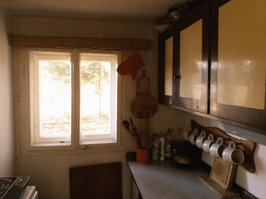 Na chatě u Pejru - kuchyňka bude doufám bílá a přidáme záclonky