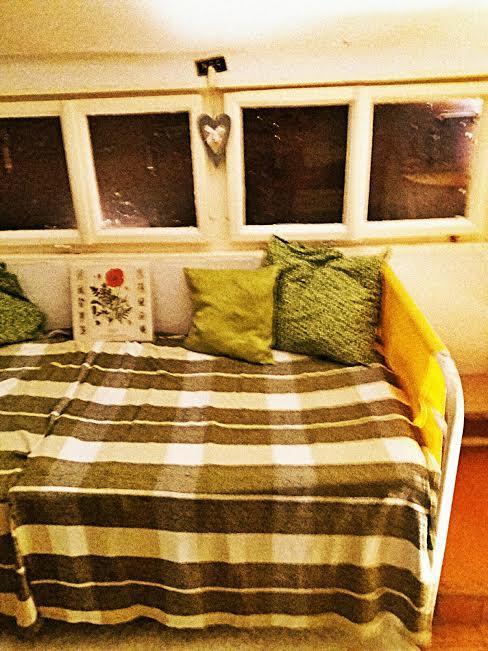Na chatě u Pejru - Kout v podkroví dle inspirační foto: takhle to zatím vypadá - kvalita fotky děsná, omlouvám se