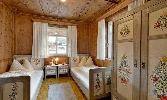 Na chatě u Pejru - tento nábytek máme nyní doma v ložnici, až budou děti, půjde na chatu a to bude parádička