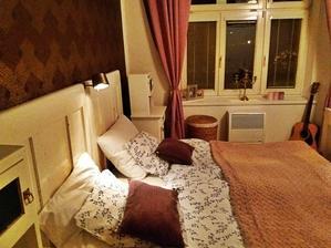 když je uklizeno, tak ani růžově laděná ložnice tomu mojemu nevadí :)