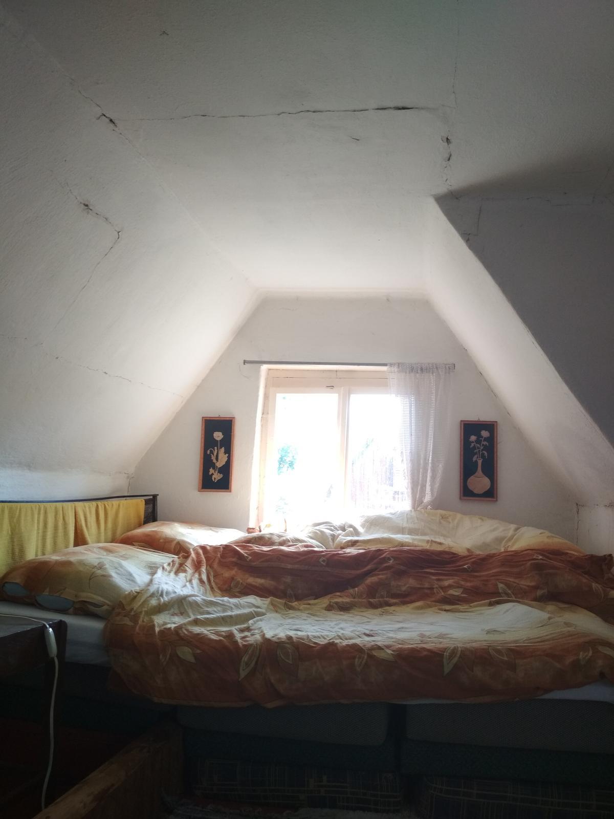 Na chatě u Pejru - Už spíme u okna