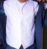 Vesta s kravatou, 46