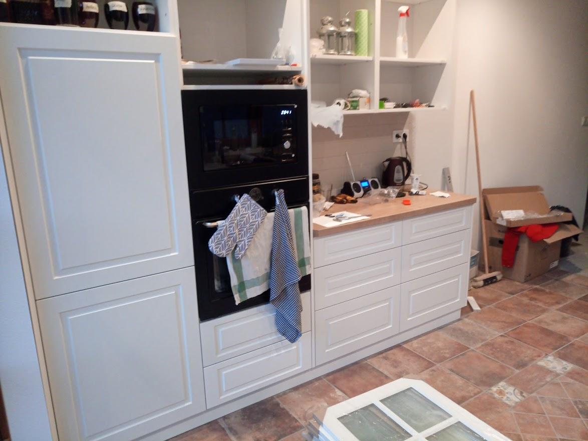 Kuchyňa svojpomocne - Dorazili dvierka,.... tak nahadzujeme :)