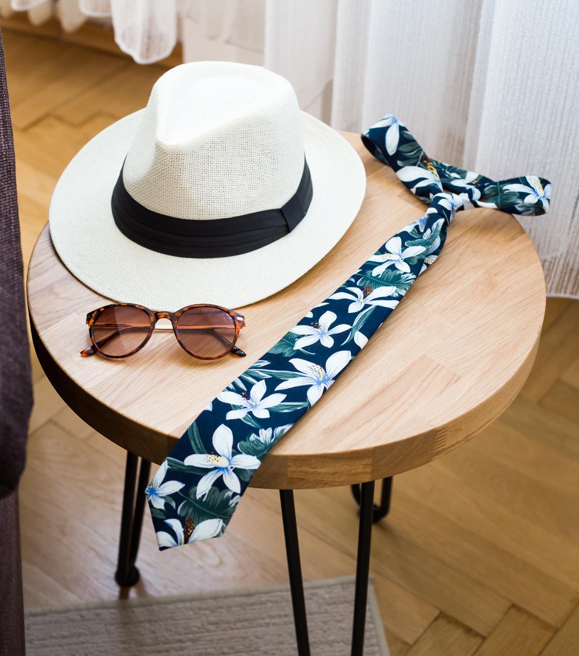 Tmavomodrá kravata s květy - Obrázek č. 4