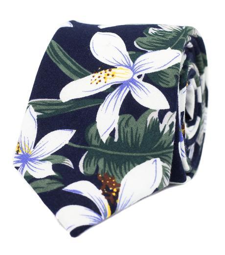 Tmavomodrá kravata s květy - Obrázek č. 1