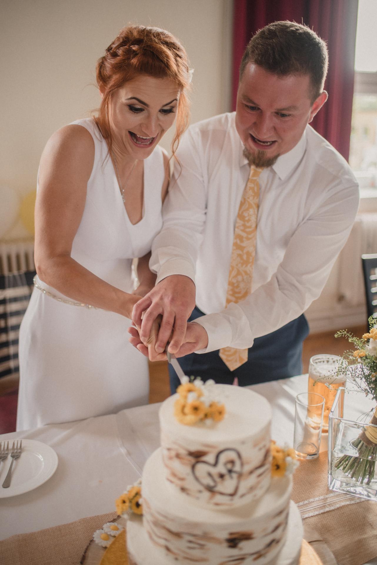 Hořčicová kravata na svatbě - Obrázek č. 1