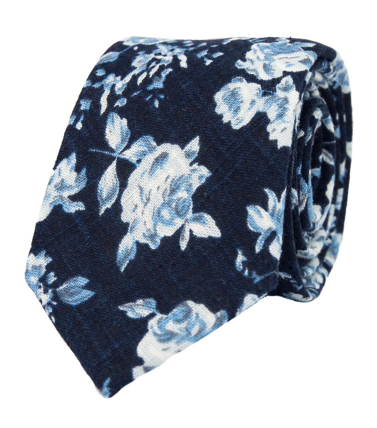 Nové svatební kravaty a motýlky - Tmavomodrá kravata s květy