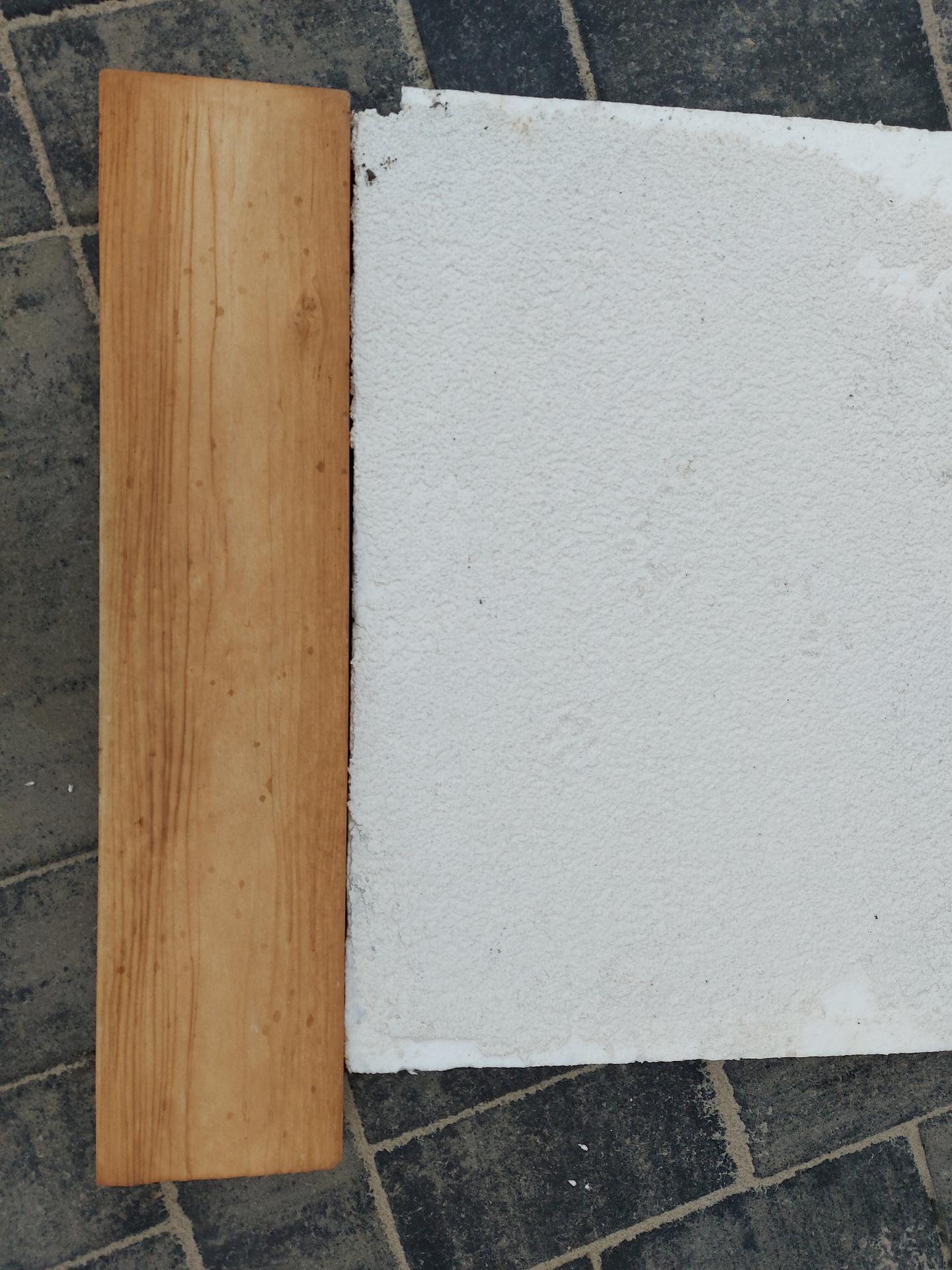 Bungalov s plochou střechou - Vzorek fasady a betonoveho obkladu