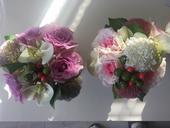 Kvety na stol spolu s vazou,