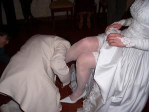 sundavani podvazku (malem me manzel kousnul do nohy )