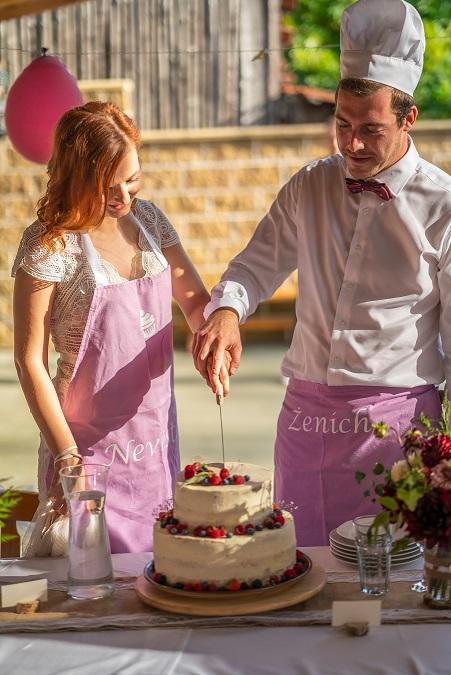 Zástěra na krájení dortu - ženich a nevěsta - Obrázek č. 1