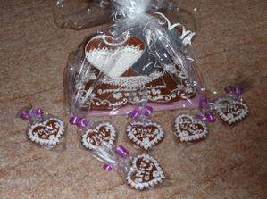 perníčky jako dárek pro hosty a pro novomanžele na památku