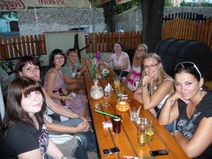 Simča (livinkas),Lenka (sametacek), Zdeňka (zdenka83),kamarádka a Vlastička a svědkyně Zdenky, Monča (ruzenkas), Barča (barunka111), Věrka (siby), Zuzka (zazulka) a zatím jediná již mladá paní Adrianka (adrus)