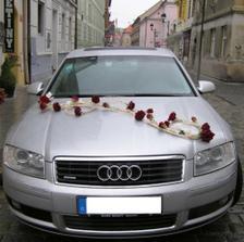 To bude má dekorace na auto, jen růže budou oranžové