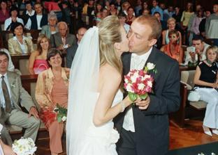 první manželské políííbení