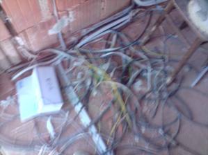 Taky neporiadok ostal po elektrikaroch :-)))