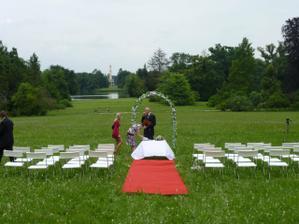 Krááásná lokace - jen to chtělo zařídit posekání trávníku:)