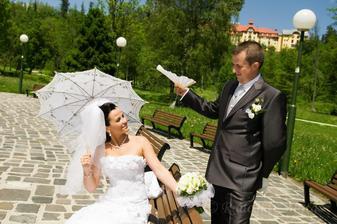 Po týždňoch dažďov a povodní, náš svadobný deň bol slnečný a teplúčky... Stále tvrdím, že tam hore ma majú radi :)