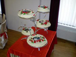 "svadobna torta ,na kazdom poschodi bola ina fotka z nasho obdobia ""chodenia"" a kazde poschodie malo inu prichut"