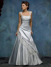 tyhle šaty, jen diamantově bílé...