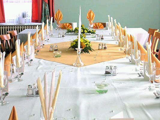 Taková dekorace na stůl byla podobná ve skutečnosti