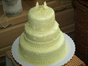 barva slonové kosti, šampaňské, krémové... v tomto duchu se celá svatba ponese