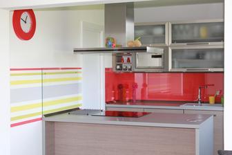 Kuchyňka s dveřmi
