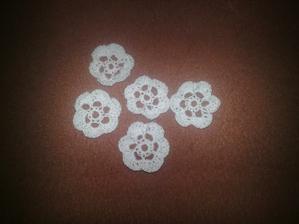kytičky k vývazkům....mám já ale šikovnou maminku:)