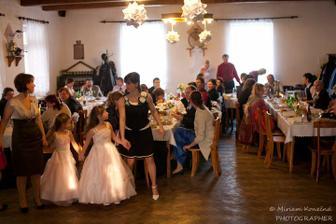 myslím, že dopadly hezky:) na zimní svatbu stvořené jako obří sněhové vločky:)