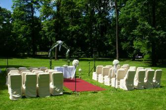 Svatbu určitě chceme někde venku na zahradě... A proč ne rovnou na zámecké?