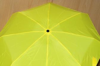 Žlutý na focení a kdyby pršelo... tyrkysový už máme - a žlutý už taky