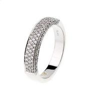 Dňa 16.06.2007 som bola požiadaná o ruku, toto je prekrásny prsteň ktorý som dostala