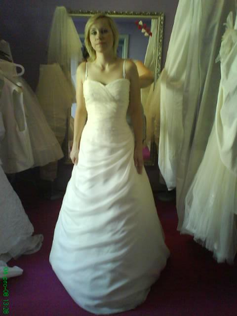 Jana a Jindra- svatební přípravy - moje šaty, jednoduché, ale ve skutečnosti mnohem hezčí