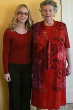 s babičkou, moc se těší, už má i šaty