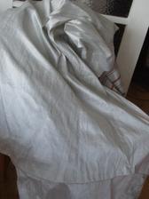 Toto je základ sukně, šedo-stříbrné pravé hedvábí