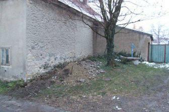 zasypaná zeď