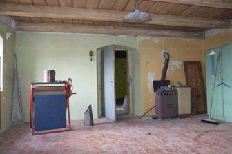 odhalený strop v pokoji nahoře