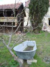 vanička na záhradě