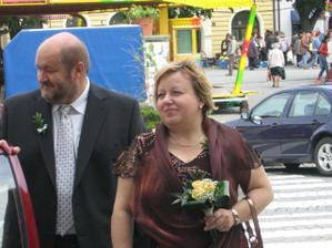 Maminka ženicha s taťkou nevěsty. :)