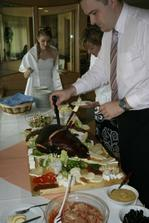 Odpoledne byla na sváču uzená kýta, zeleninka a sýrečky - mňam. :)
