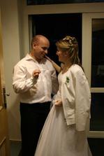 Bohužel všechno jednou končí, i svatební den... Zůstane v našich vzpomínkách jedinečný a neopakovatelný! :)