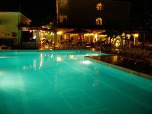 A tady je vidět venkovní bazén