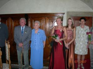 Část mojí rodiny - babička a děda, maminka, sestra a možná ... budoucí teta
