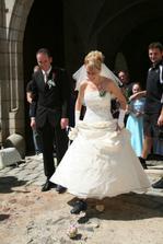 Zatahování - nevěsta s kopačkou