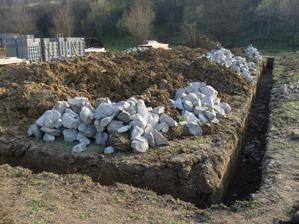 vykopane a takmer pripravene na beton 16.04.2011