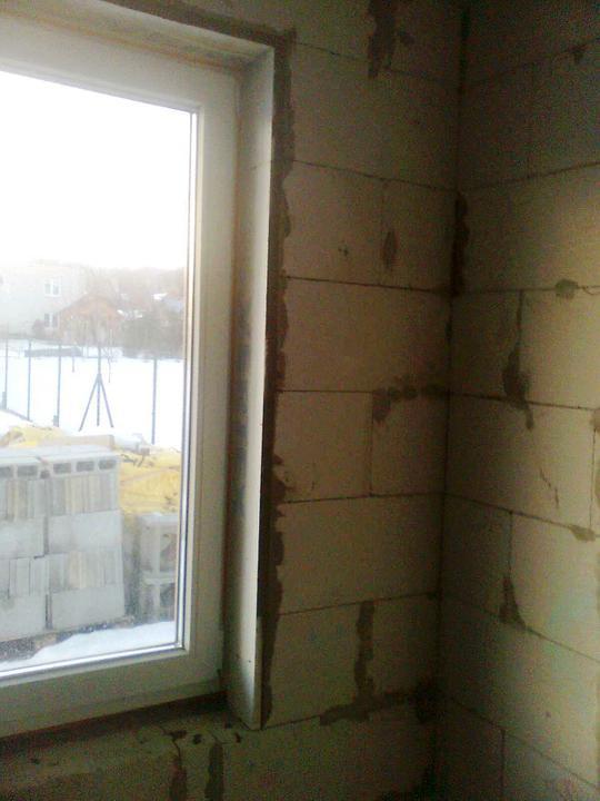 Hruba stavba a strecha finito - uz LEN dokoncujeme :) - Spalety okolo okien