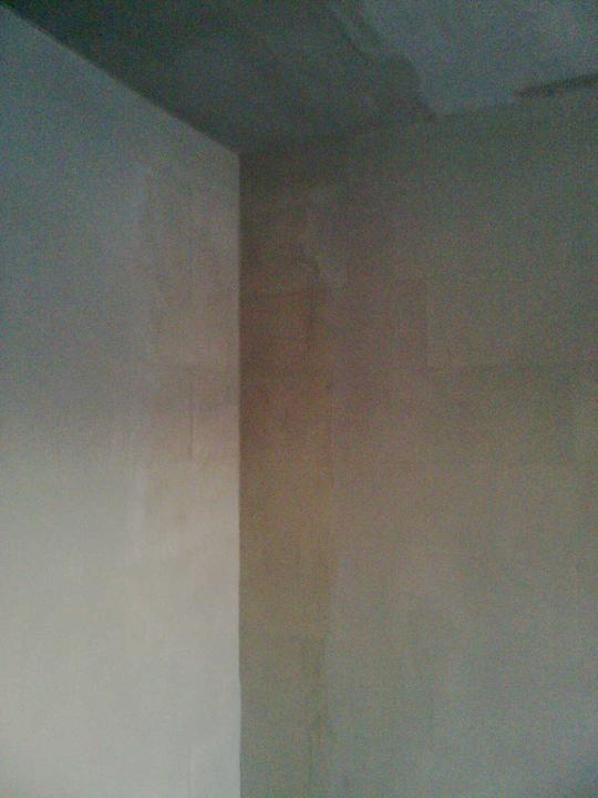 Hruba stavba a strecha finito - uz LEN dokoncujeme :) - Prva stena je zasietkovana