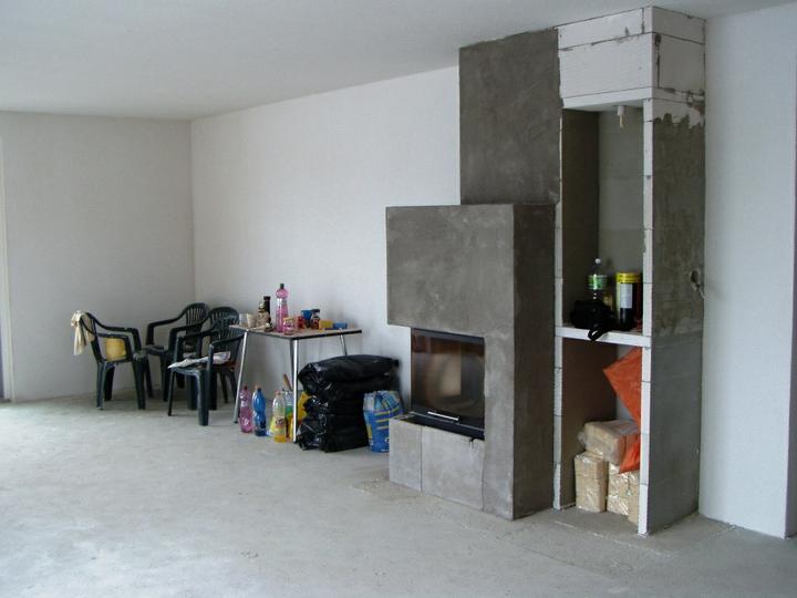 Hruba stavba a strecha finito - uz LEN dokoncujeme :) - strop aj omietky v obyvacke su dokoncene, krb este nie uplne :)